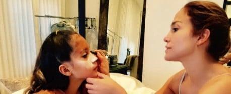 Jennifer Lopez Does Her Daughter's Halloween Makeup