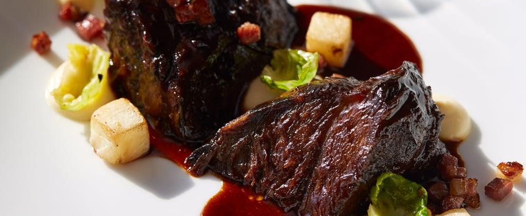 باطن الخدين من لحم البقر المطهو على نار هادئة