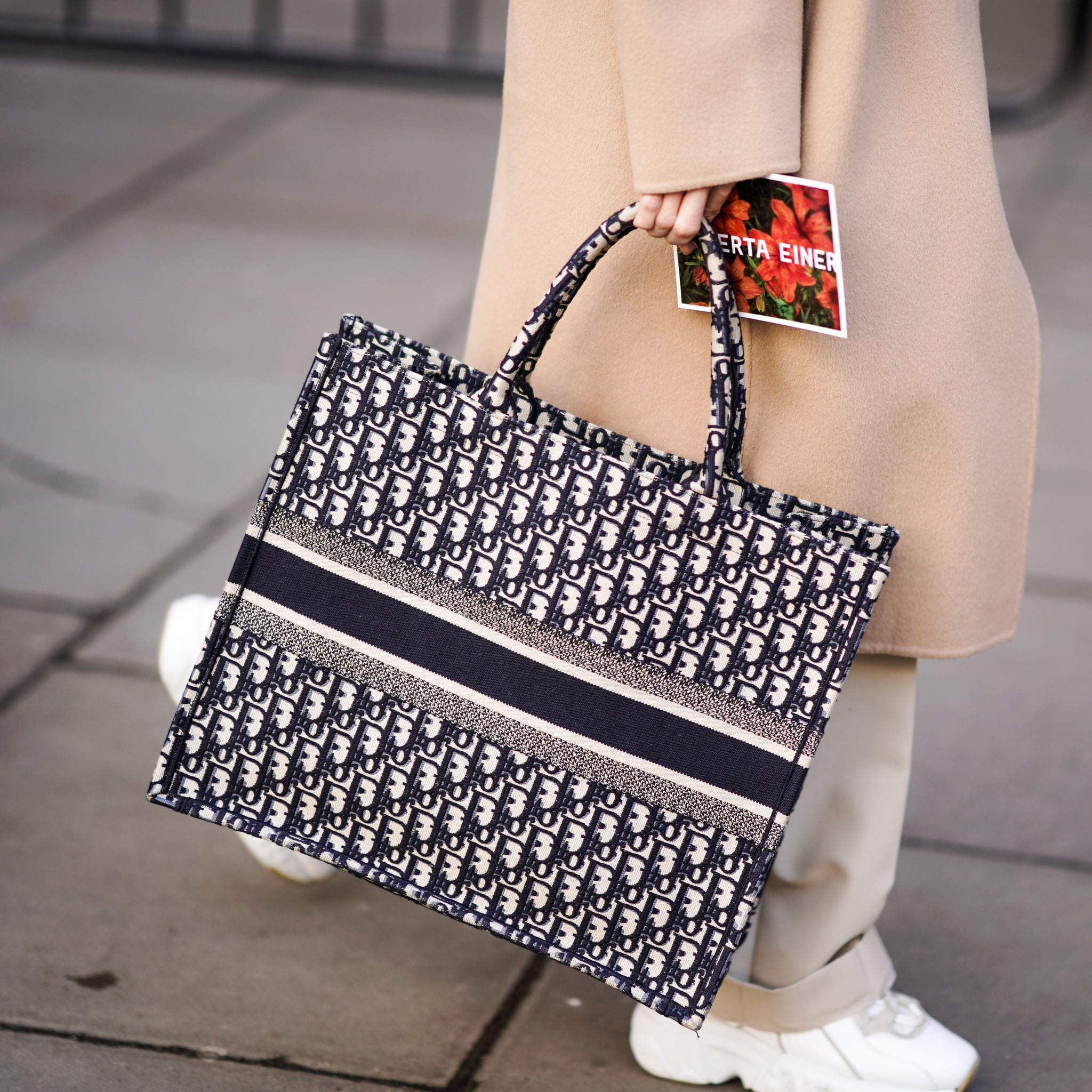 Our Editors has reviewed 20 best tote bags for work from