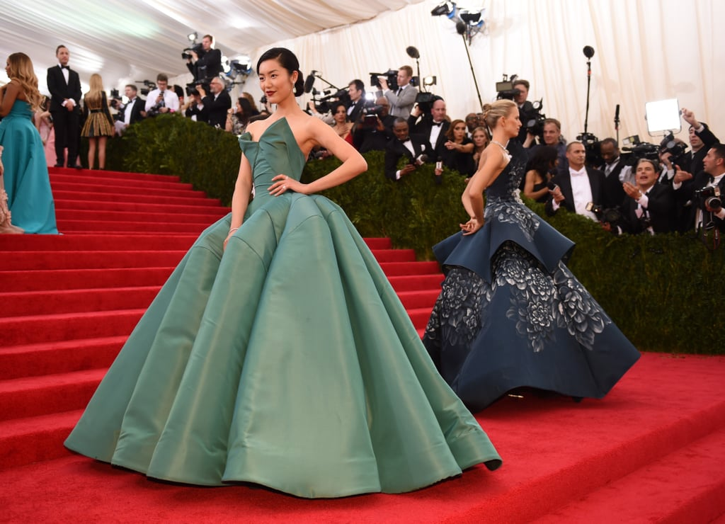 Models Liu Wen and Karolina Kurkova had similar poses on the stairs.