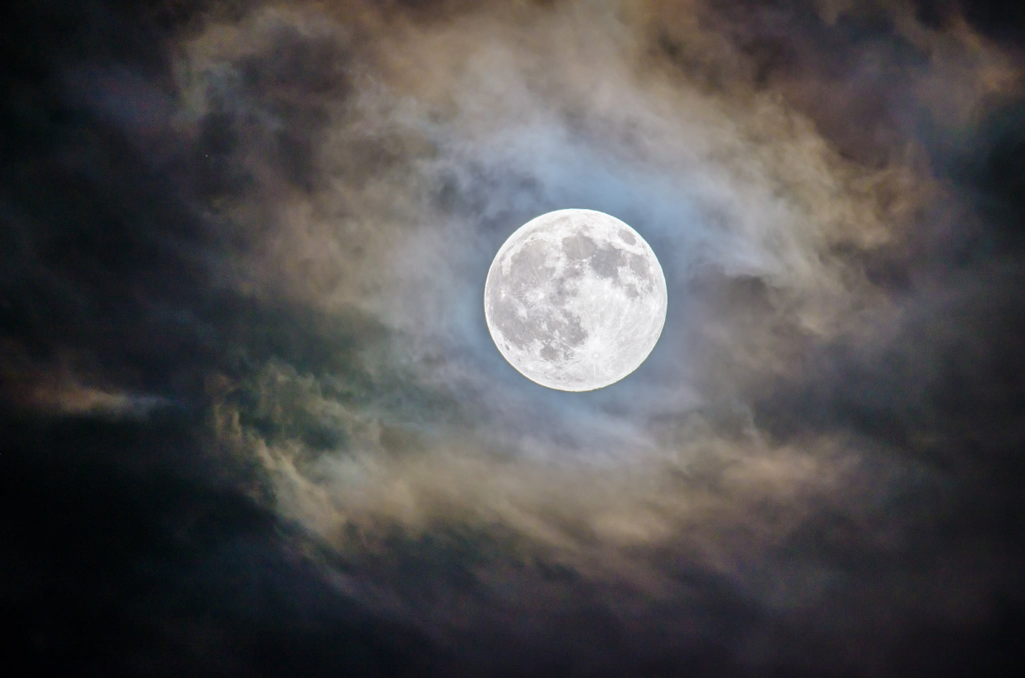 This Month's Full Sturgeon Moon Is Happening Now, and You Definitely Shouldn't Miss It