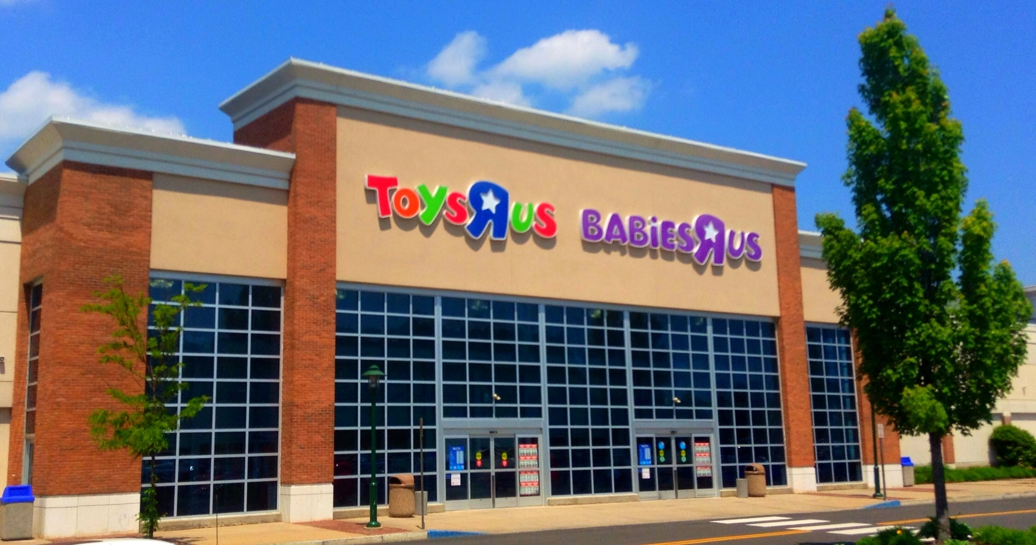 Toys r us stores closing in 2018 popsugar moms update toys r us has announced it will be closing an additional 200 stores across the us and will lay off a number of its corporate employees spiritdancerdesigns Choice Image