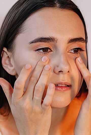 How to Heal Dry Skin on Your Eyelids, According to Experts