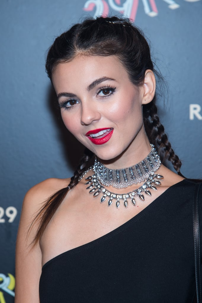 OK, we seriously need to know where Victoria Justice got this superglam choker.