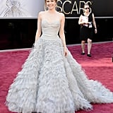 Amy Adams — mom to lil Aviana — wore a a blue Oscar de la Renta dress on the red carpet at the Oscars 2013.