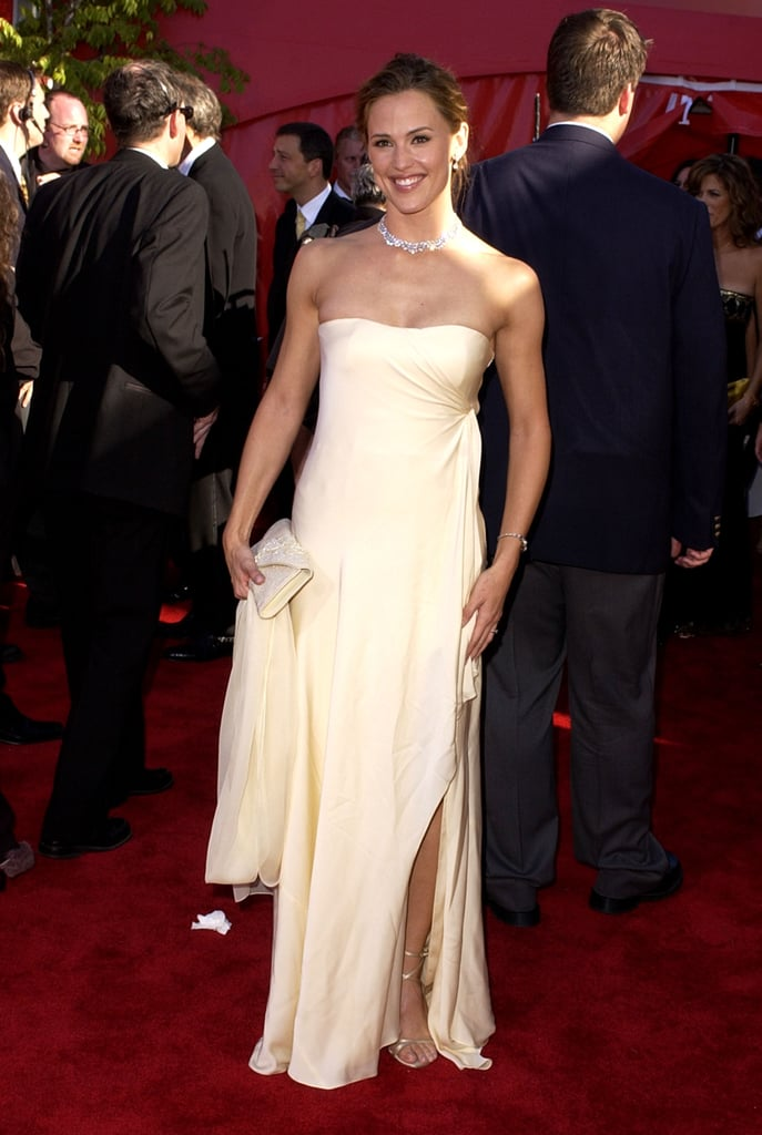 Jennifer Garner Looked Lovely In Ivory At The 2002 Award Show