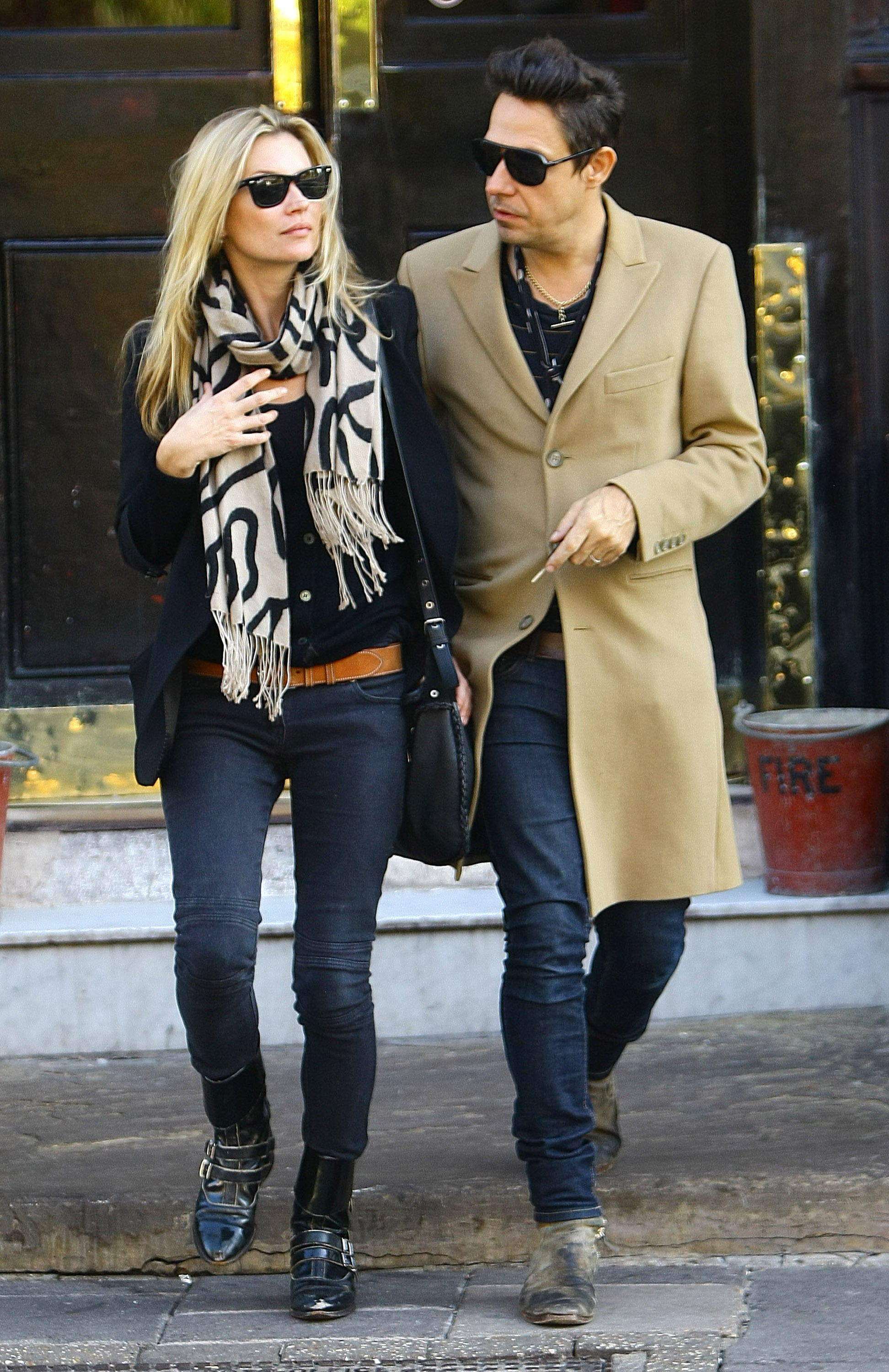 Capital Auto Auction >> Pictures of Kate Moss and Jamie Hince in London 2010-10-13 ...