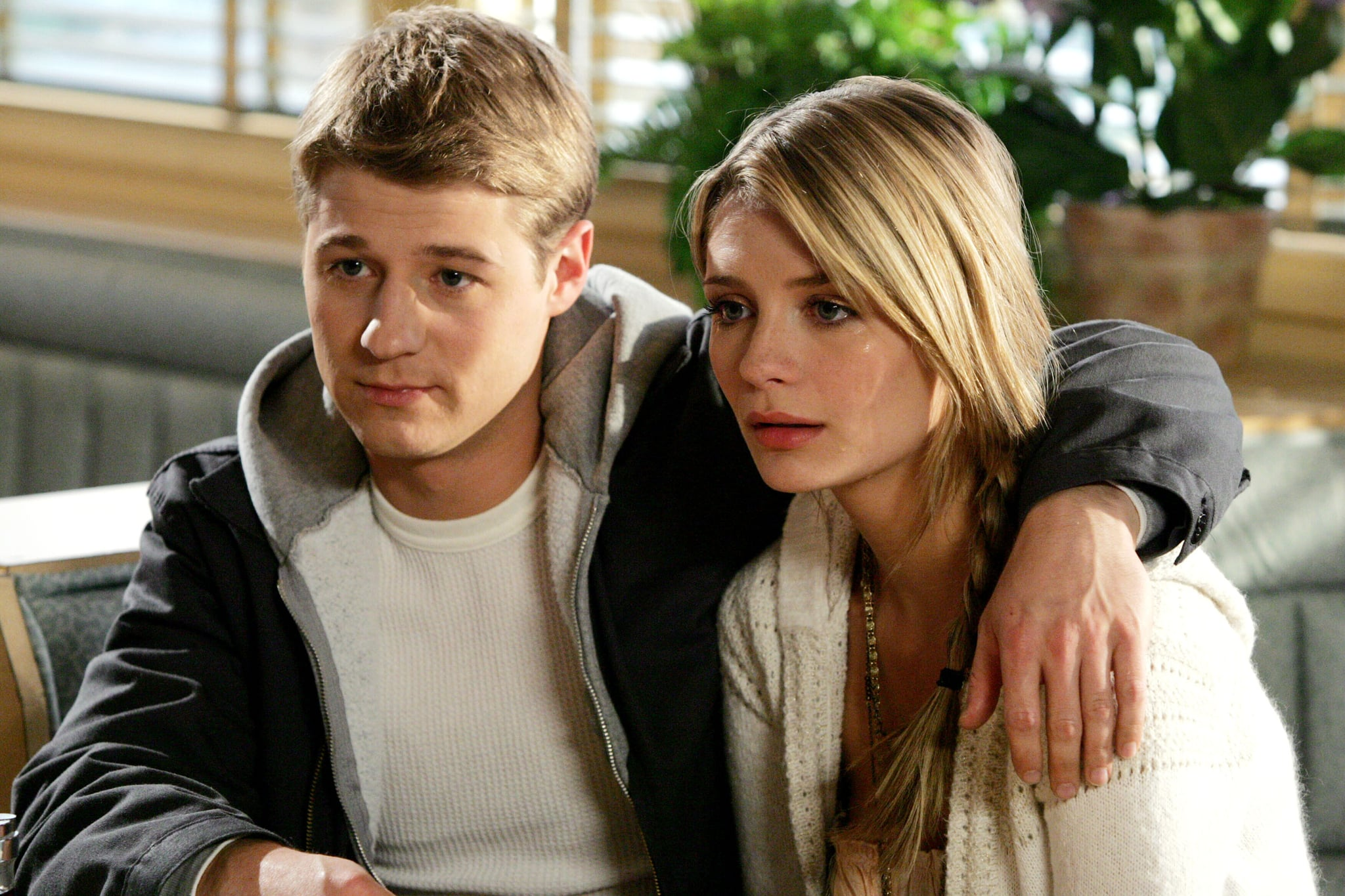 THE O.C., Benjamin McKenzie, Mischa Barton, (Season 3), 2003-2007. photo:  WB / Courtesy: Everett Collection