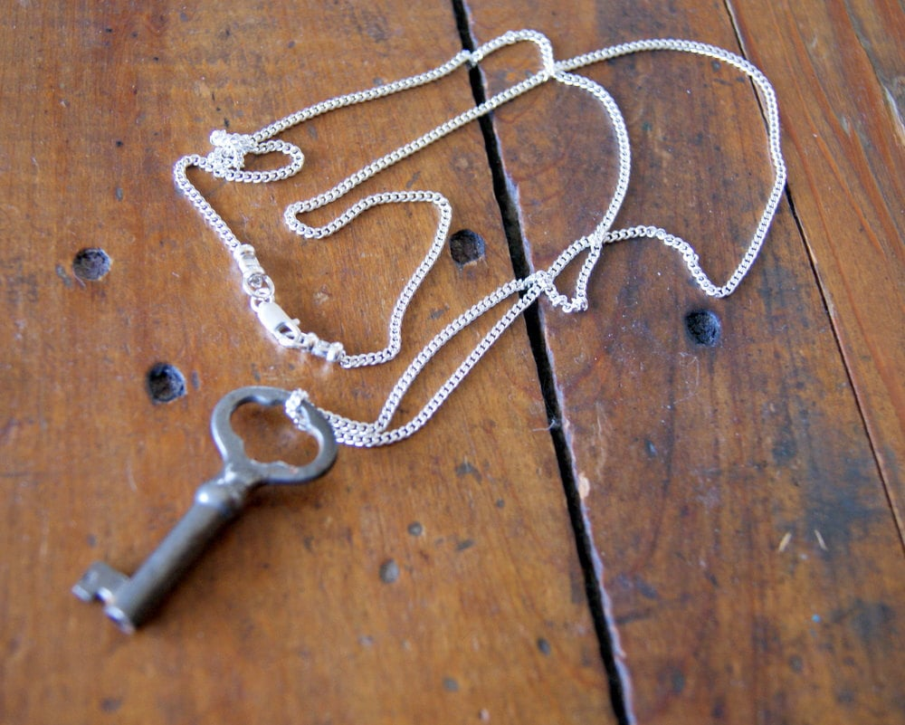 Looking for a unique gift with a retro feel? Try this skeleton key necklace — each key is looking for a new home. Skeleton Key Necklace ($23)
