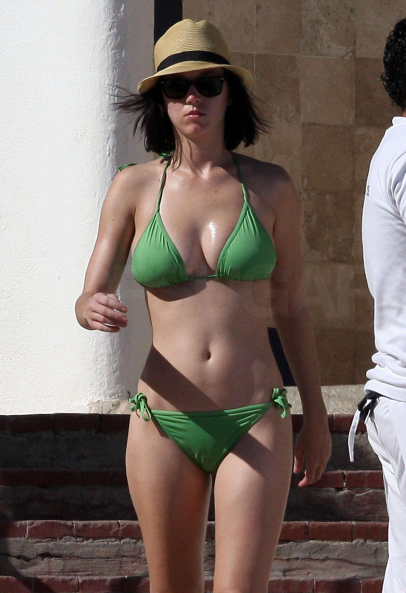 Katy Perry Bikini Phot... Katy Perry Christmas Song